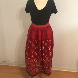 Dresses & Skirts - Gorgeous Vintage Red embroidered floral skirt